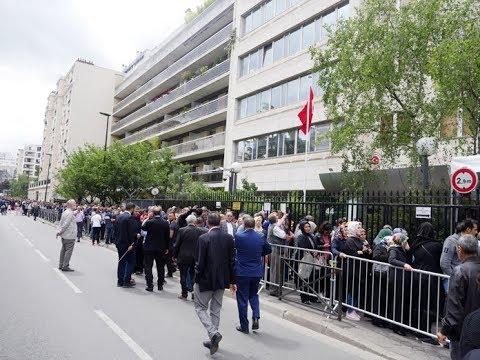 VATANDAŞ PARİS BAŞKONSOLOSLUĞU'NDA 2 KM OY KUYRUĞU OLUŞTURDU